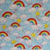 Coton fond bleu ciel arcs-en-ciel