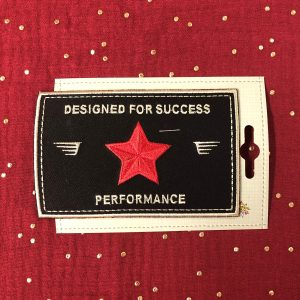 Badge thermocollant «Performance» noir/rouge
