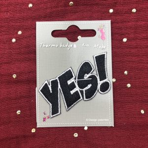 Badge thermocollant «Yes!» noir