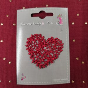 Badge écusson thermocollant coeur fleuri rouge