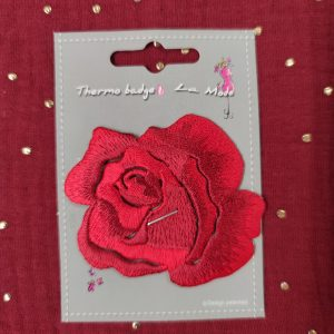 Badge écusson thermocollant rose rouge