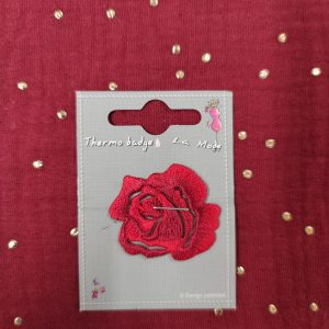 Badge écusson thermocollant petite rose rouge