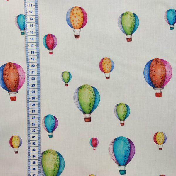 coton coloré de jolies montgolfières